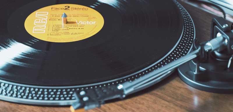 Retro DJ's voor bedrijfsfeest thema