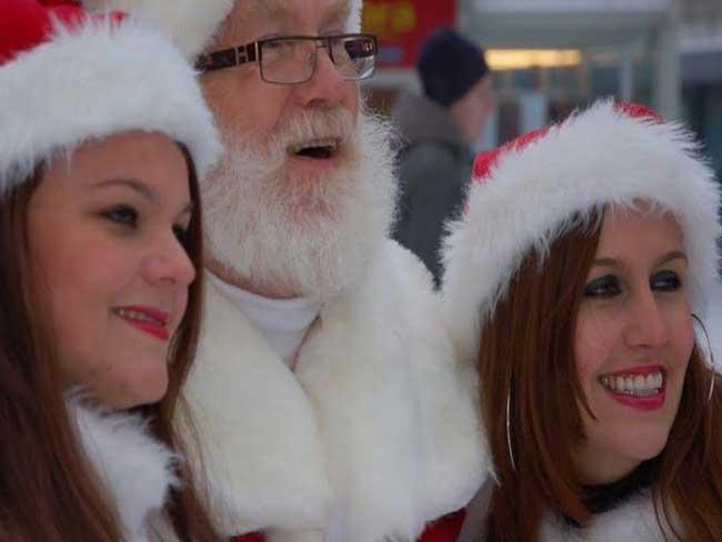 Profielfoto De rondlopende kerstman en kerstvrouw