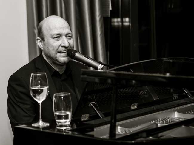 Pianist/zanger Rens de Ronde